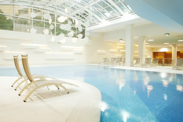 This image has an empty alt attribute; its file name is 5-Spa_pool_600x400.jpg
