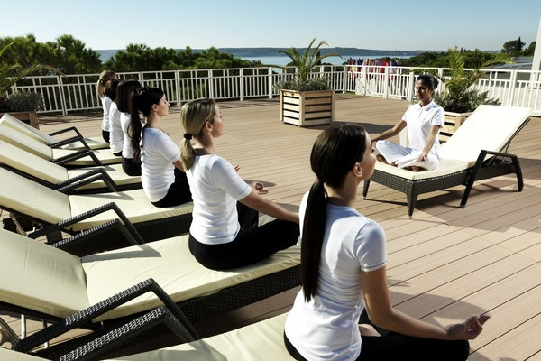 This image has an empty alt attribute; its file name is 6-Yoga_Terrasse2_600x400.jpg