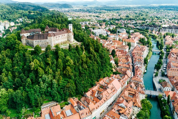 This image has an empty alt attribute; its file name is ljubljana_town_600x400.jpg